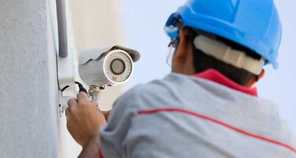 Installation d'une caméra de surveillance