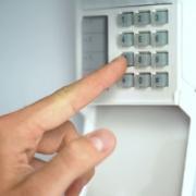 Protection contre brouilleur d'alarme